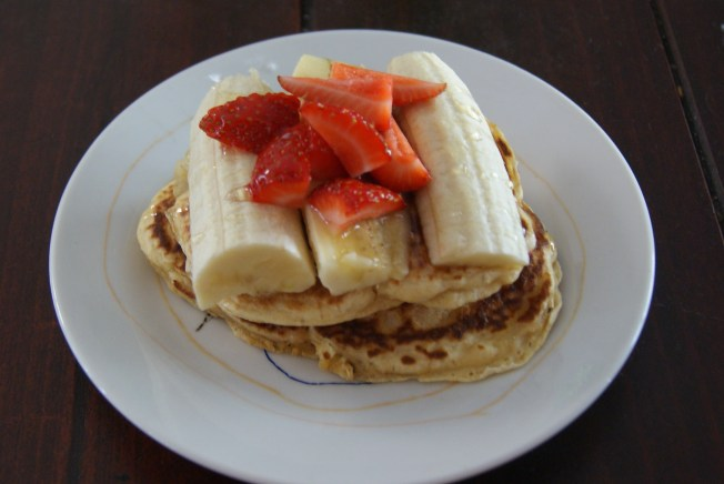 1 egg, 1 cup wholemeal flour, 3/4 cup flour, 1/2 banana. (double or triple) Place in a bowl and beat into a batter. Add tablespoons to a hot pan, flip when bubbles arise. Serve with strawberries and drizzle with teaspoon of honey.